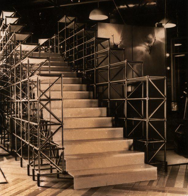 1989 Köln, Möbelmesse,Treppenaufgang,Scan 03/04/14 Schö
