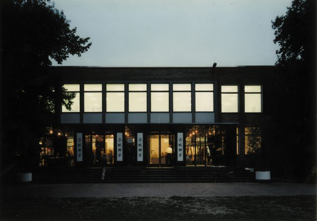 """Dortmund, 1990 Museum am Ostwall Vorbau für die Ausstellung """"Jenseits der Großen Mauer Der Erste Kaiser von China und seine Terrakotta-Armee Foto: Werner Zellien Dokumentation """"Architektur"""" Projekte 1986-1990"""