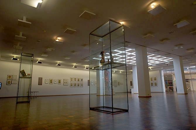 150709-1634-MKK-Ausstellung-Western-Karikatur-