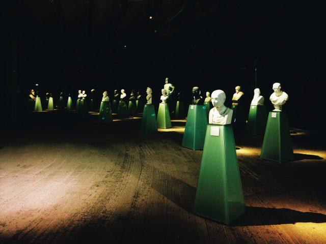 Ausstellung Feuer und Flamme. 200. Jahre Ruhrgebiet Gasometer Oberhausen Unterscheibenraum Büsten