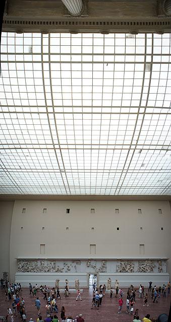 110710-1541-Berlin-Pergamon-Altar