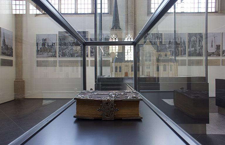 110717-0955-Wesel-Dom-Ausstellung